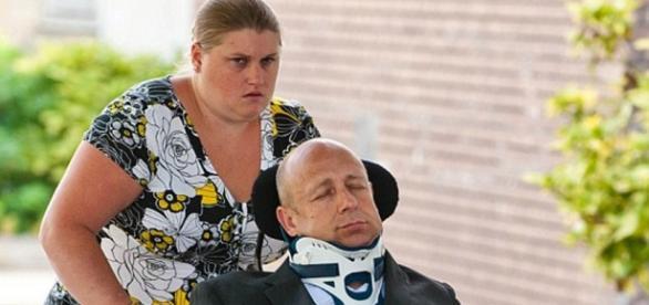 Alan Knight en silla de ruedas 'en coma'