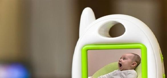 Doi părinți au montat un monitor în camera fetiței