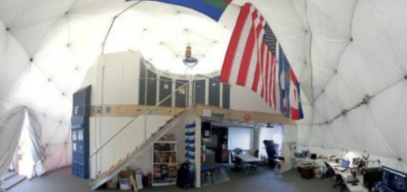 El interior de un domo para simulacros de la NASA