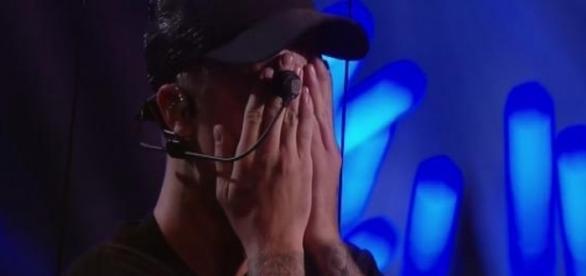 Cantor se emocionou durante apresentação no VMA
