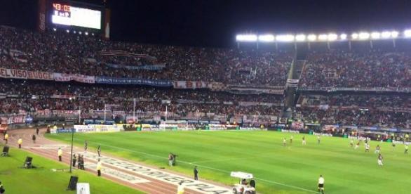 El estadio Monumental colmado de hinchas.