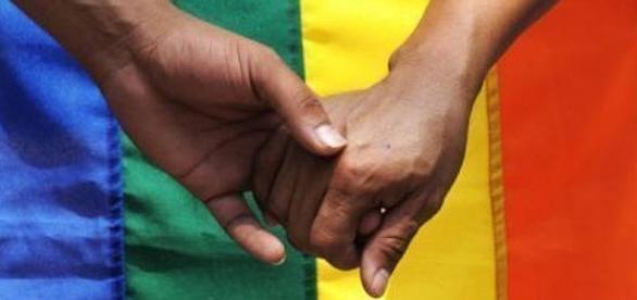 Gays lutam por direito de doarem sangue no Brasil