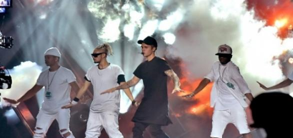 Justin Bieber se apresentou no VMA 2015