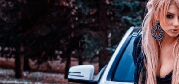 O americancă prinsă beată și drogată la volan