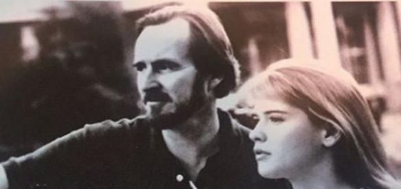 Wes Craven mit K. Swanson am Set zu Deadly Friend