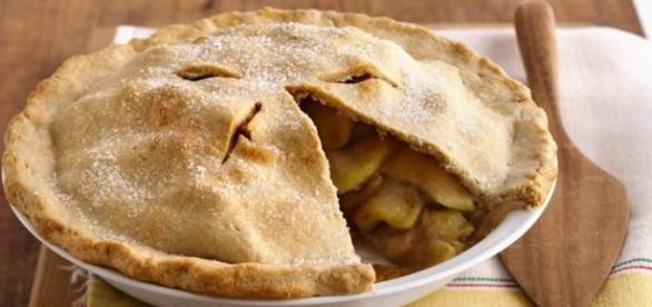 La torta di mele con cannella e mandorle