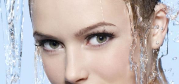 El agua es el factor para mantener una piel joven
