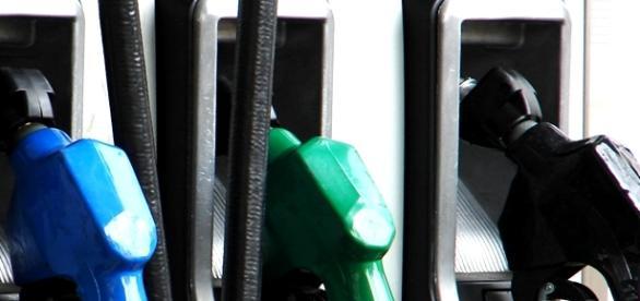 Scăderea prețurilor la carburanți continuă