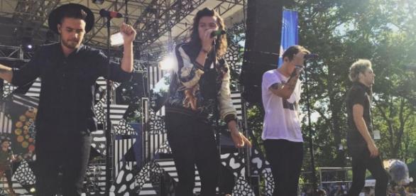 Drag Me Down do One Direction é um sucesso