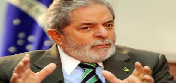 Ex-presidente acusa jornalistas de calúnia.