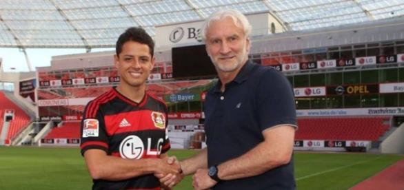 Chicharito fue presentado con el Bayer Leverkusen