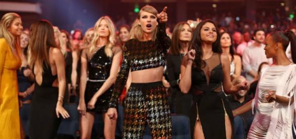 Taylor Swift foi a grande vencedora da noite.