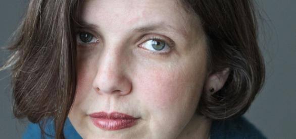 Jenny Offil leciona na Universidade de Queens.