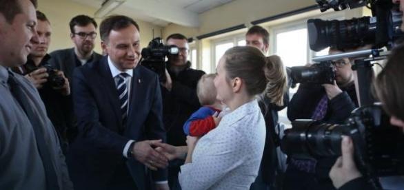 Andrzej Duda w rozmowie z emigrantami.