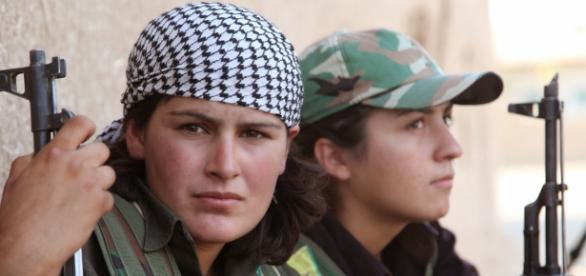 Curdas lutam contra o EI no Iraque e na Síria