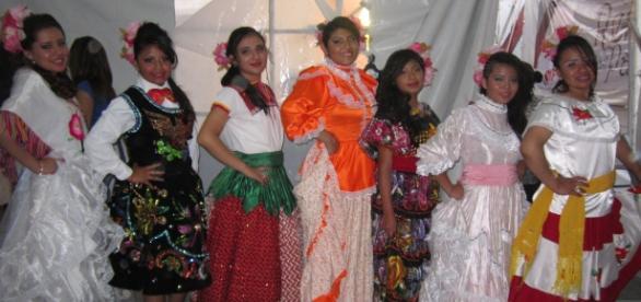 Las aspirantes lucieron vestidos típicos de México
