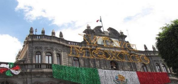 Los mexicanos se visten de gala, ¡Viva México!