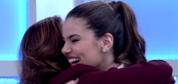 Camila Queiroz será filha de Elizabeth Savalla