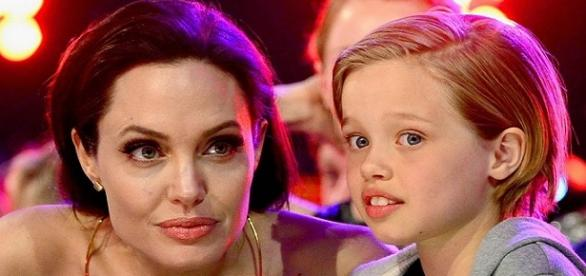 filha da Angelina Jolie se veste como menino