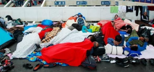 Refugiaţi sirieni în gara Keleti din Budapesta