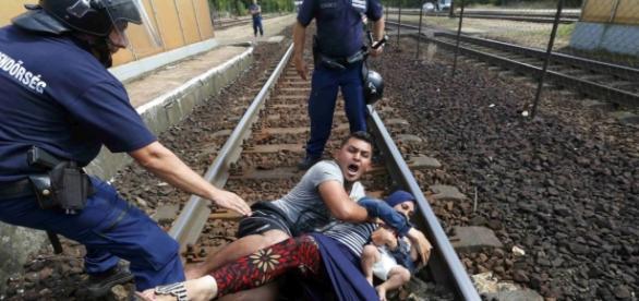 Refugiados estão tentando sair da guerra.