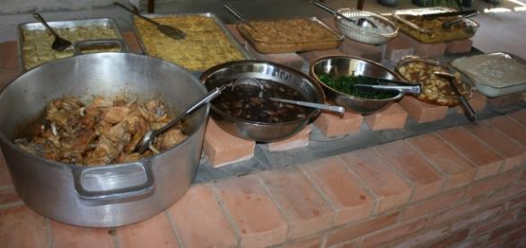 Buffet de um dos restaurantes da região