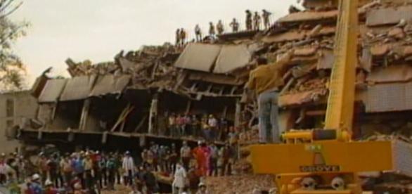 Edificio colapsado en el sismo de 1985 en México