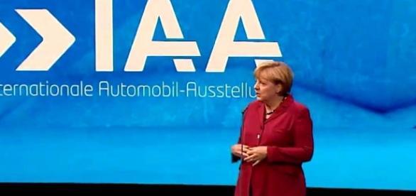 Angela Merkel solicită angajarea refugiaţilor