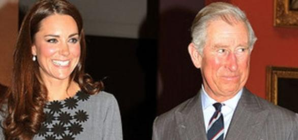Kate Middleton só com guarda-costas mulheres