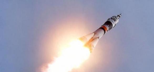 La nave tripulada rusa estará ocho días en la EEI