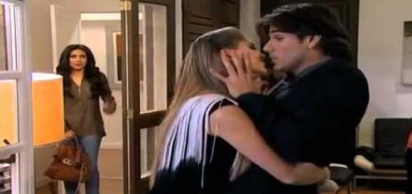 Maricruz vê Dóris tentando beijar Otávio