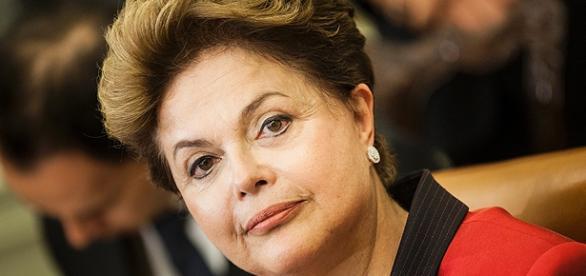 Presidente Dilma Rousseff tenta controlar a crise