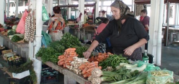 Piața centrală Craiova - producătorul de legume