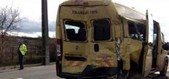 ACCIDENT. Un autobuz plin cu copii s-a rasturnat