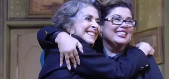 Betty Faria abraça Fabiana Karla
