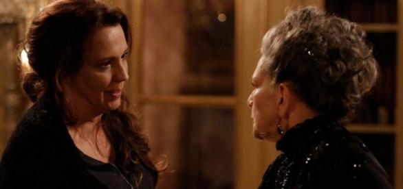 Emília cogita matar a própria mãe