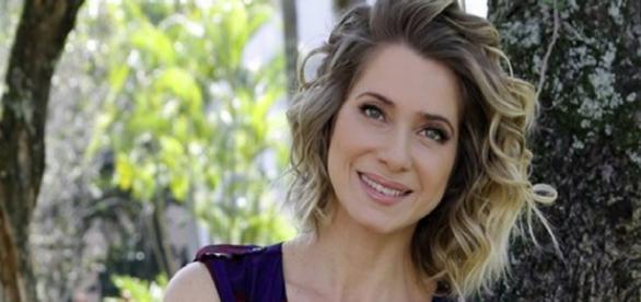 Letícia Spiller quebra regra e fala de Xuxa