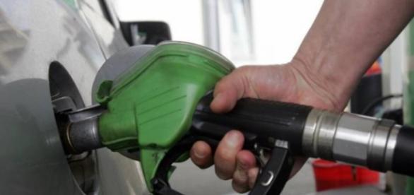 Crește prețul la carburanți cu 20%