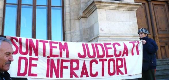 Protest inedit la instnță impotriva corupției