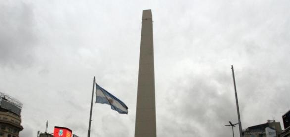Intervención artística en el obelisco porteño