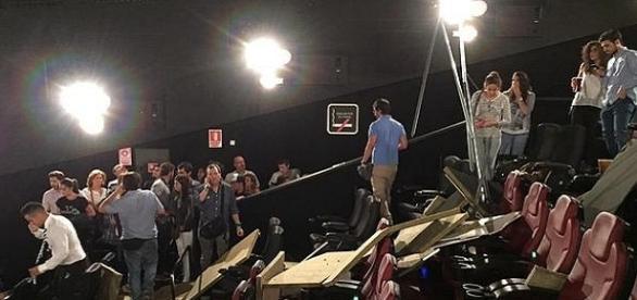 Momento del derrumbe del falso techo en el cine