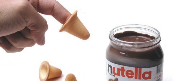 Il biscotto a forma di dito per gustare la Nutella