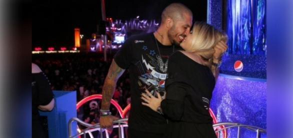 Aline e Fernando se beijam durante o Rock in Rio