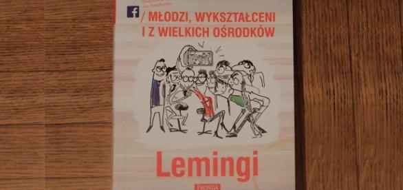 """""""Lemingi"""" to debiut książkowy Krakowskiego."""