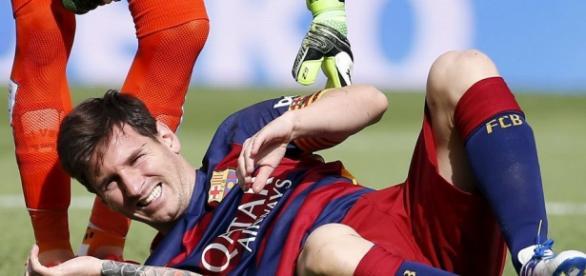 Messi saiu aos 9 minutos com dores no joelho