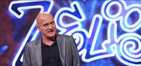 "Claudio Bisio durante ""Zelig""   Foto Web"