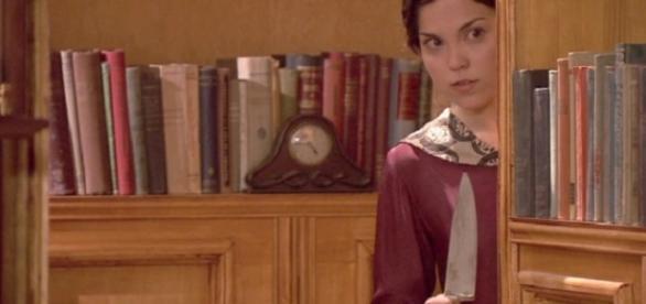 Il Segreto: Jacinta spia Aurora con un coltello