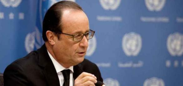 Presidente francês anuncia o bombardeio contra El