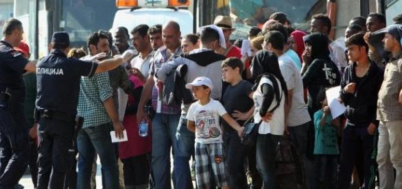 Imigranci napływają do Europy.