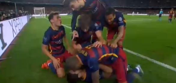 Los azulgranas celebrando el gol de la victoria